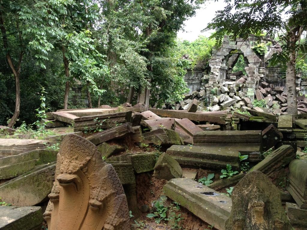 カンボジア「ベンメリア遺跡」南門