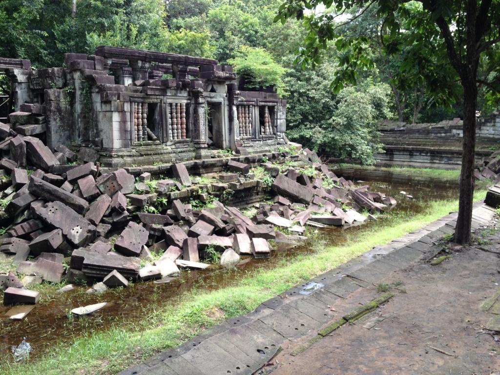 カンボジア「ベンメリア遺跡」南門付近 形の残った第一回廊
