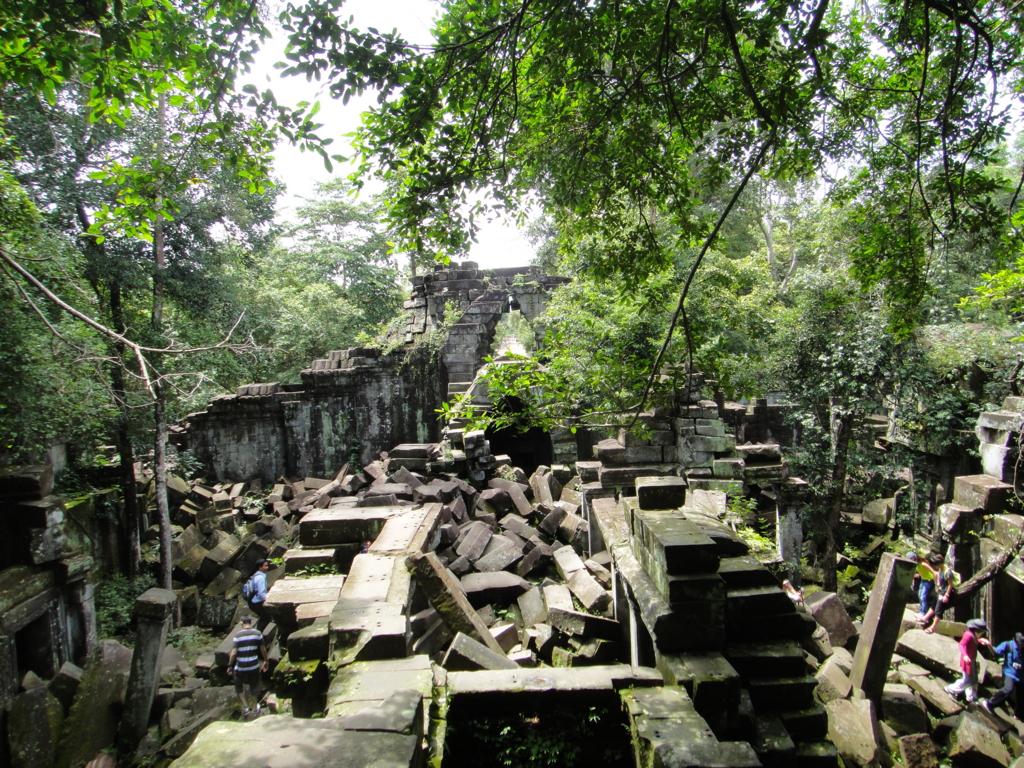 カンボジア「ベンメリア遺跡」3時間コースの方達