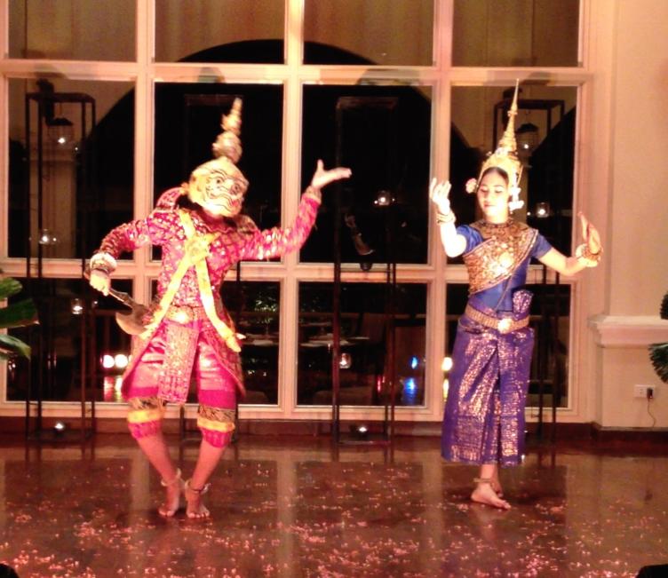 カンボジア シェムリアップ カンボジア舞踊 演目