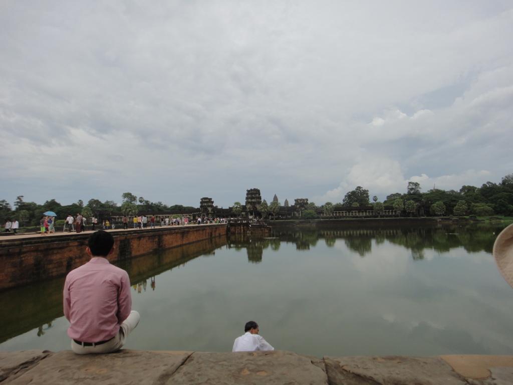 カンボジア シェムリアップ 「アンコールワット遺跡」西正門前の壕