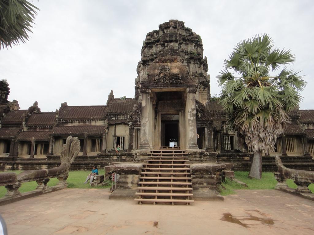 カンボジア シェムリアップ 「アンコールワット遺跡」西石門