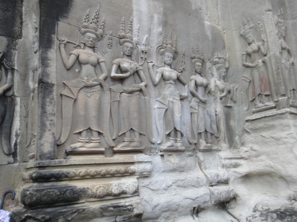カンボジア シェムリアップ 「アンコールワット遺跡」中央祠堂 バター(女神)のレリーフ
