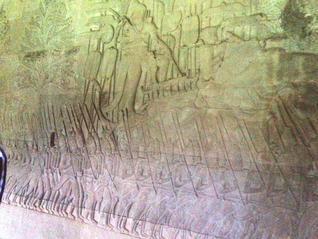 カンボジア シェムリアップ 「アンコールワット遺跡」第一回廊 「乳海攪拌」のレリーフ
