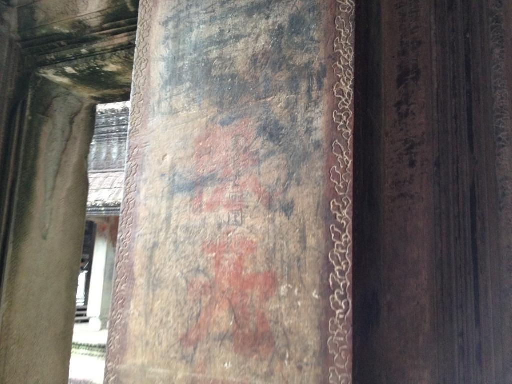 カンボジア シェムリアップ 「アンコールワット遺跡」十時回廊 日本語の落書き