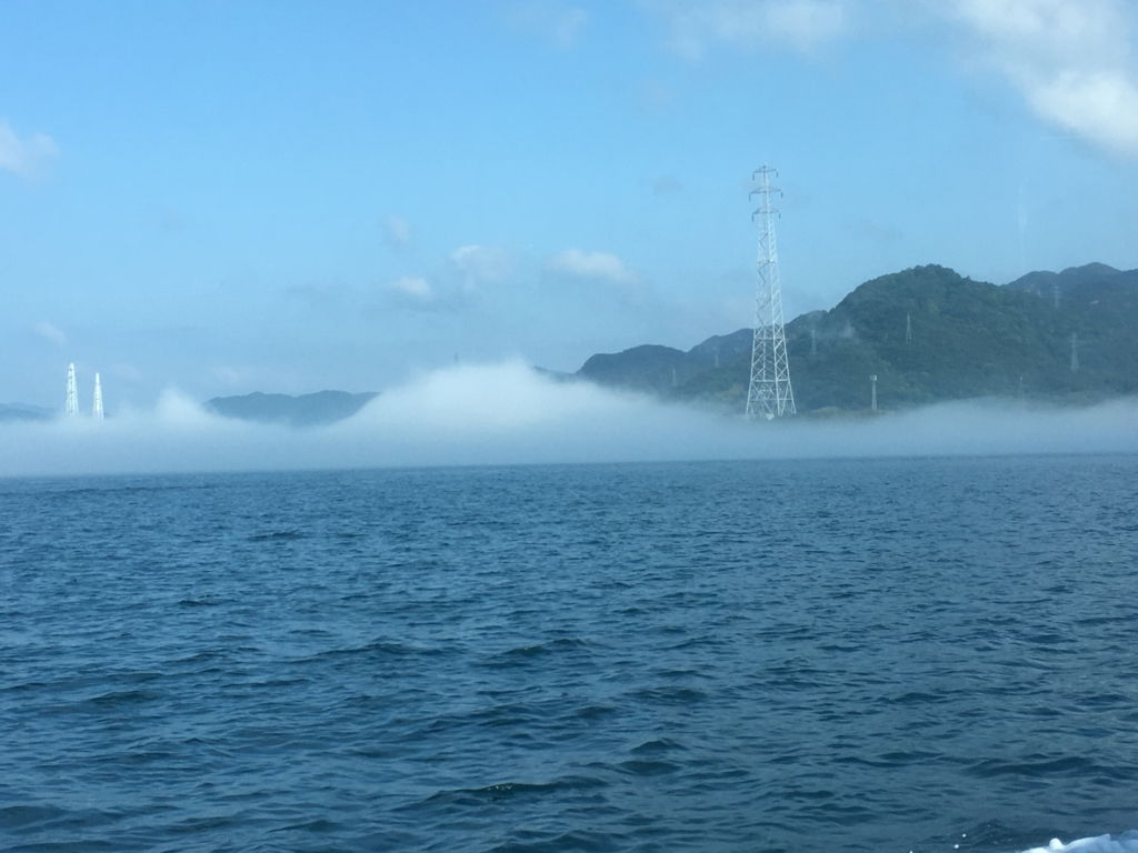 「しまなみ海道」付近のモヤ 大久野島あらのフェリーより