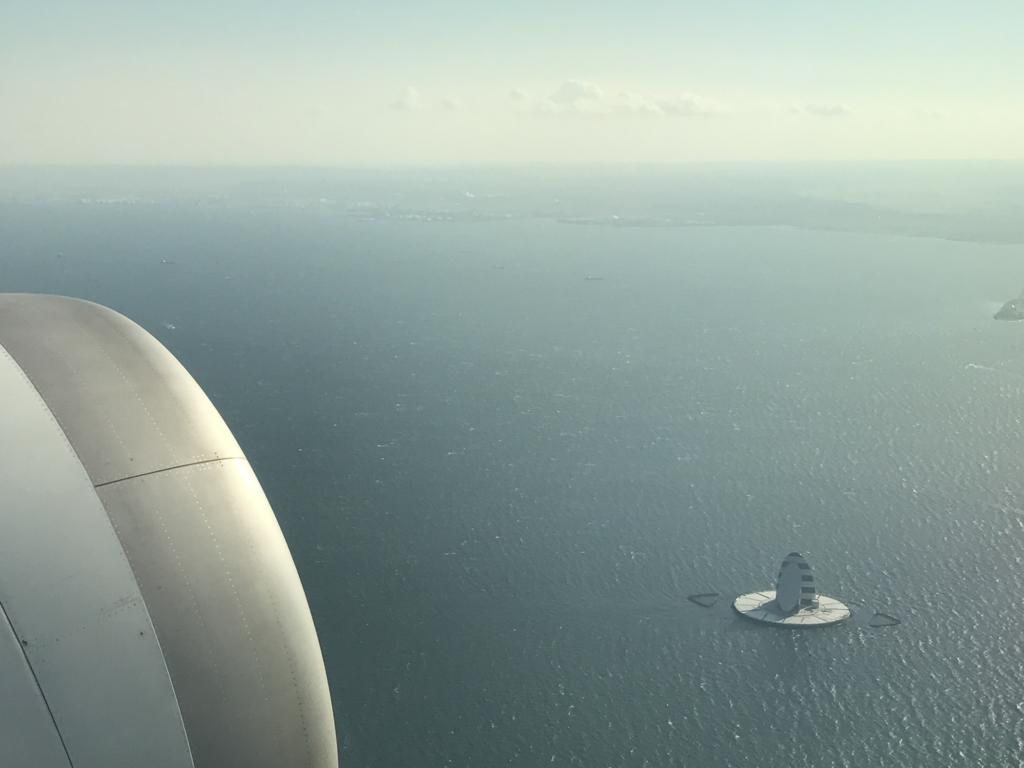 羽田空港から松山空港 ANA585便 東京湾上空 「風の塔」