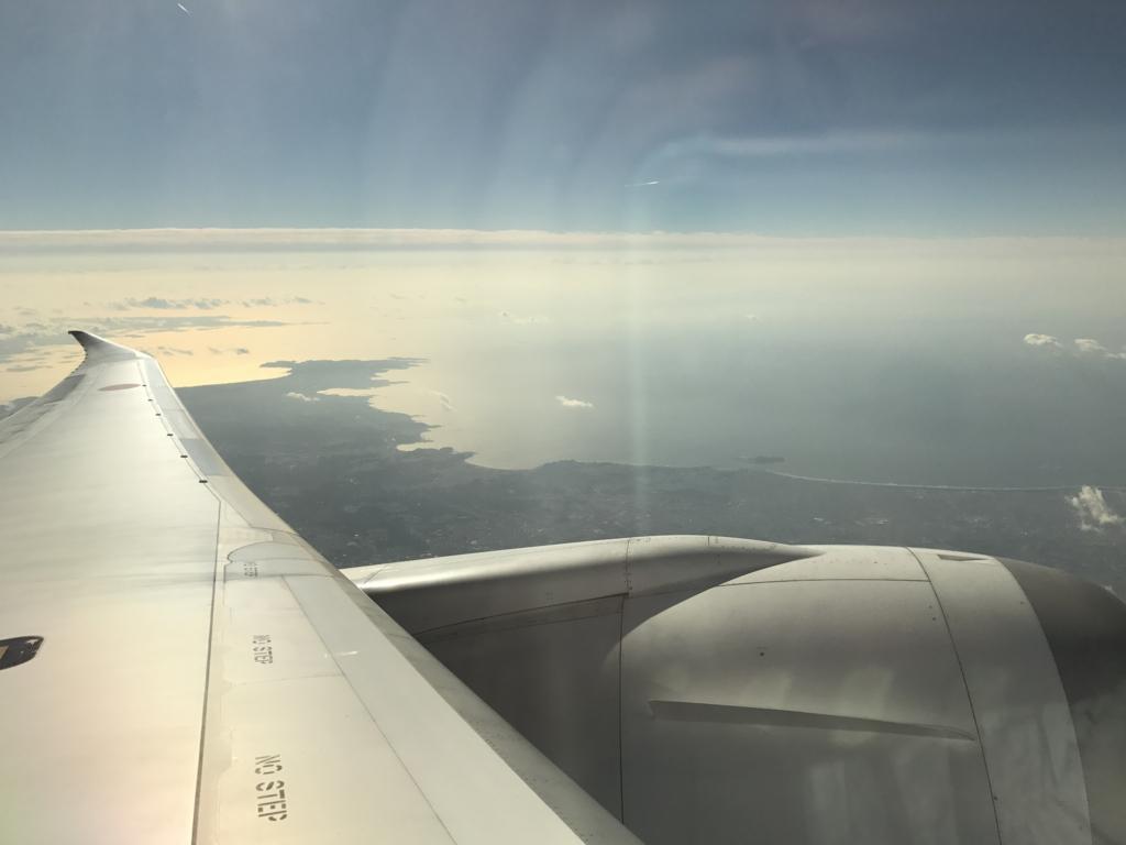 羽田空港から松山空港 ANA585便 羽の上の席より撮影