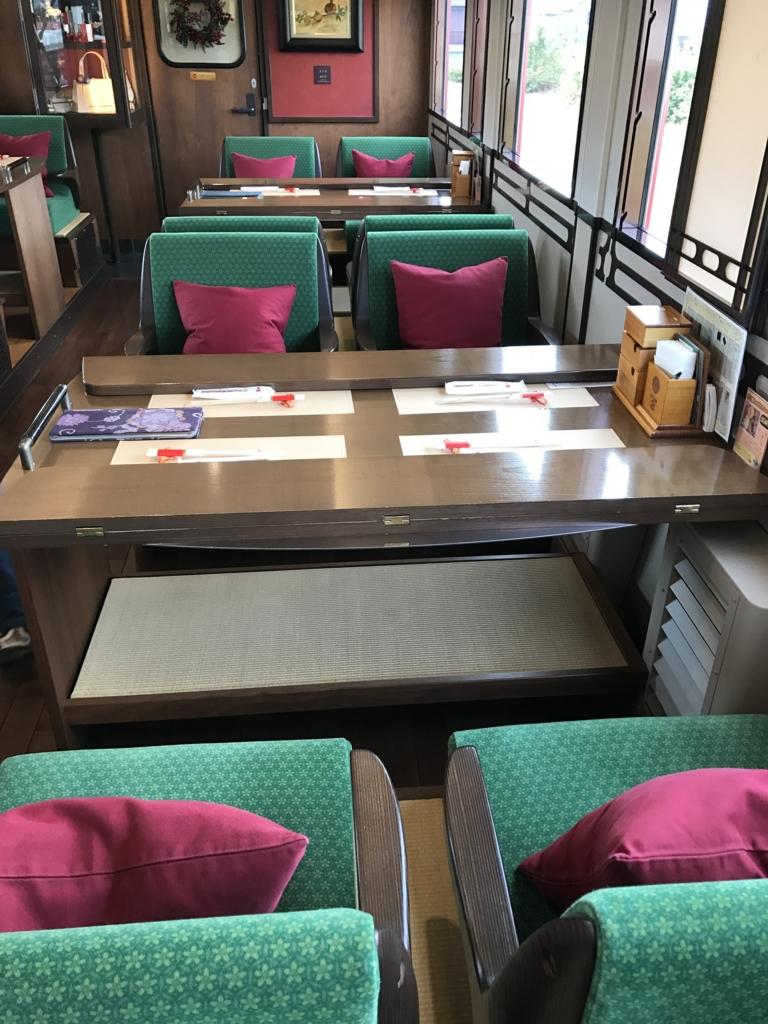 予讃線 観光列車 「伊予灘ものがたり」1号車 4人席