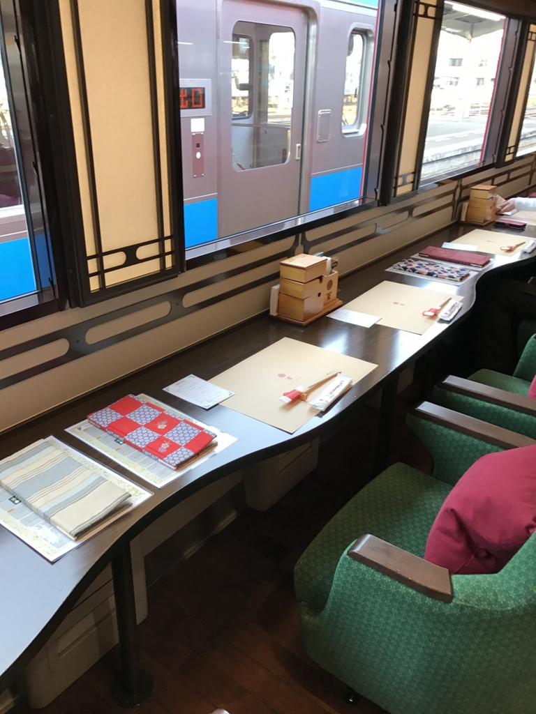予讃線 観光列車 「伊予灘ものがたり」1号車 海側 横並び席