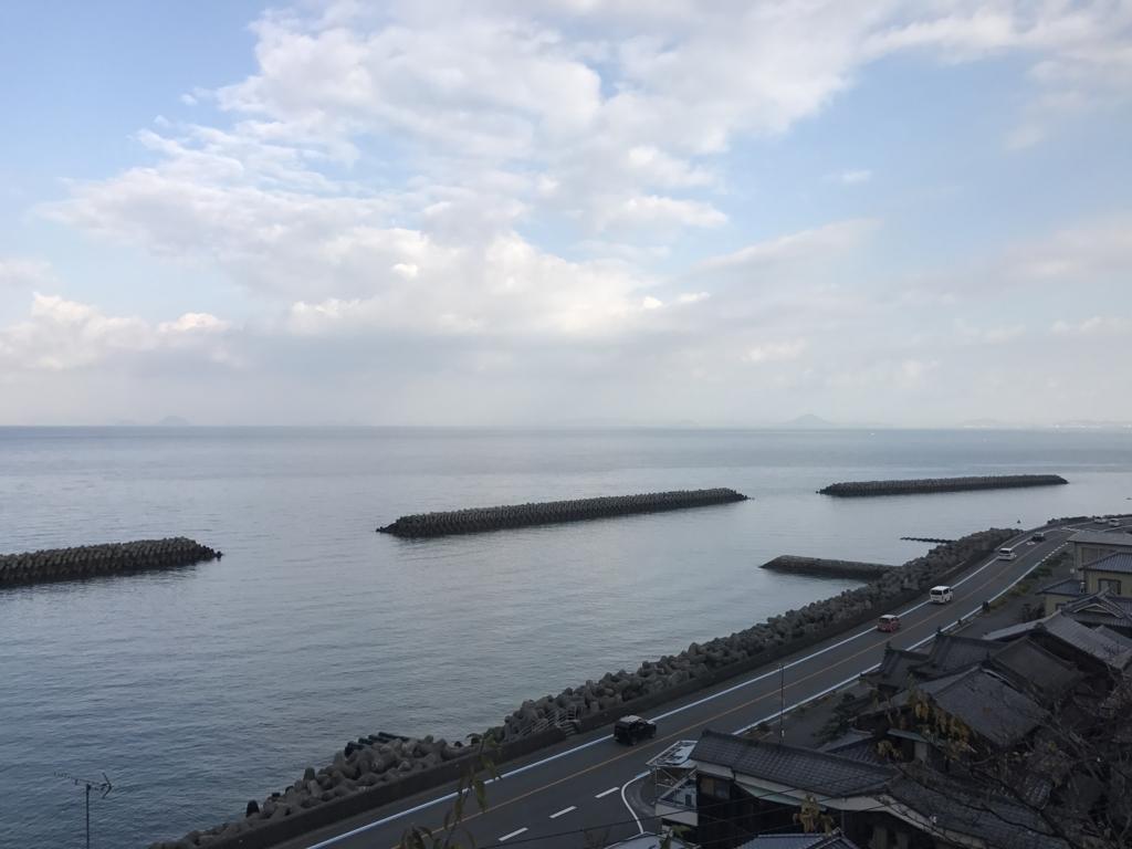 予讃線 観光列車「伊予灘ものがたり」「大洲編」沿線 海の風景