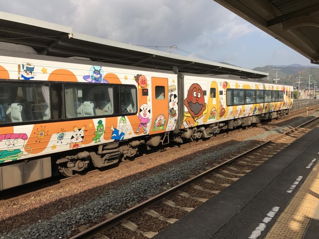 予讃線 伊予大洲駅 停車中の特急列車
