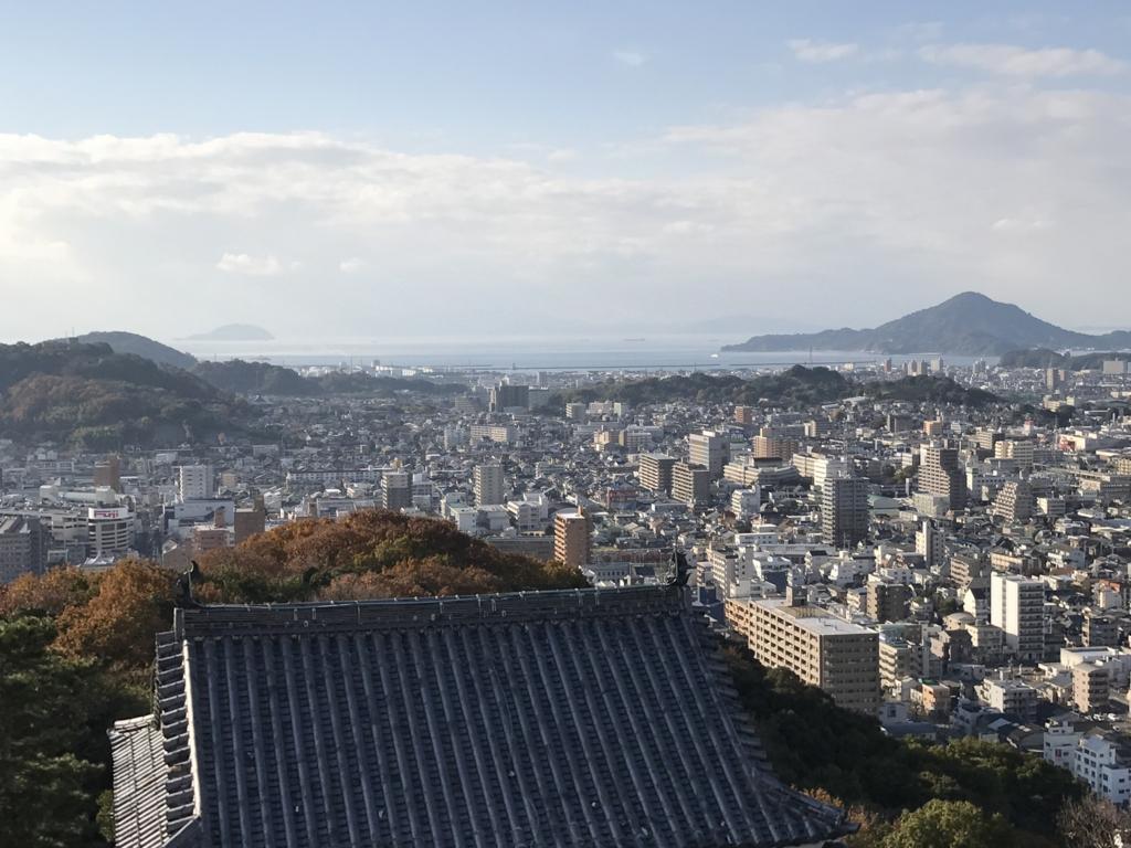 松山城観光 天守閣より 瀬戸内海?