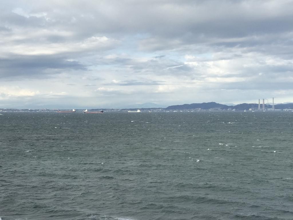 千葉県富津市金谷「天然温泉 海辺の湯」部屋から朝の東京湾