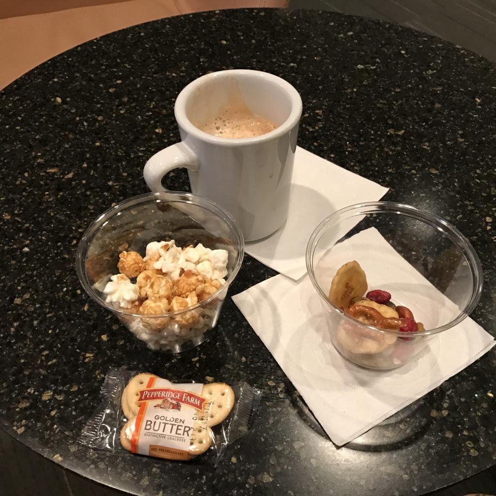 ラスベガス(マッカラン国際)空港 ラウンジ で 朝食