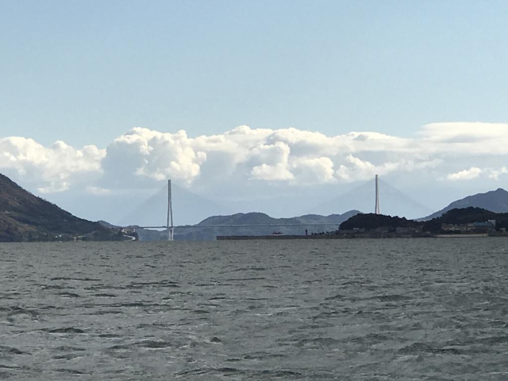 忠海港より大久島へ フェリーより 左側に多々羅大橋