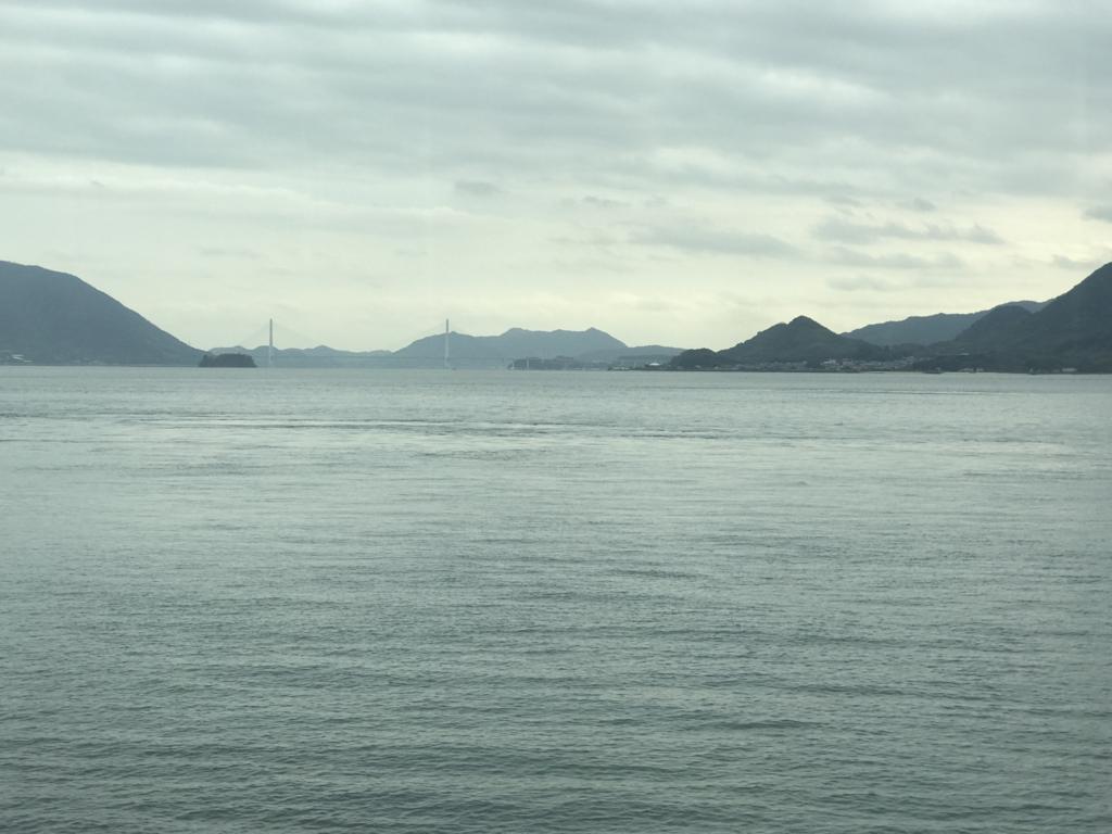広島県 呉線 向こうに「しまなみ海道」多々羅大橋