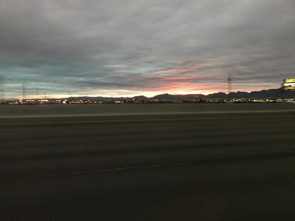 デスバレー国立公園までの車窓の風景 日の出