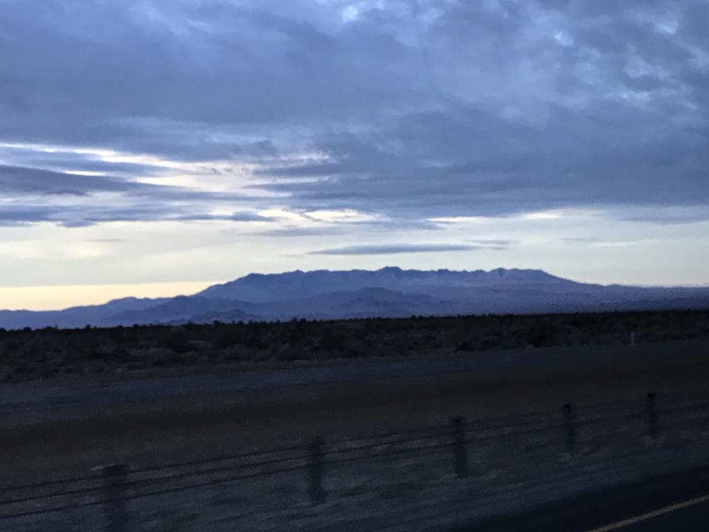 デスバレー国立公園までの車窓の風景 雲