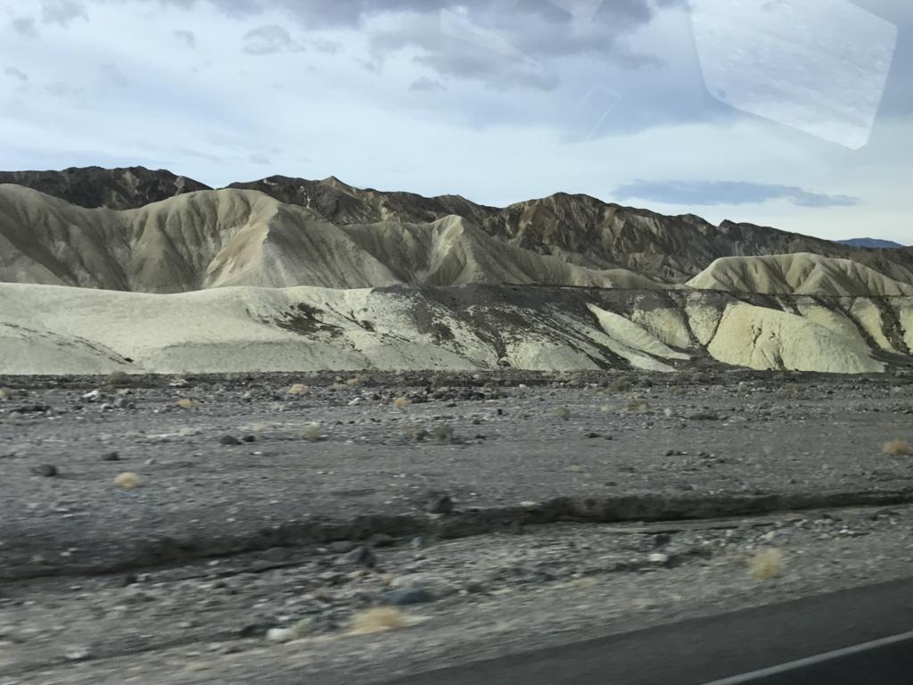 デスバレー国立公園 Dantes Viewへの 車窓風景