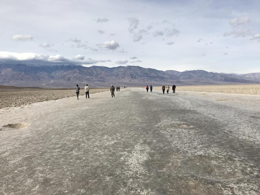 デスバレー国立公園 Bad Water 延々と塩の道