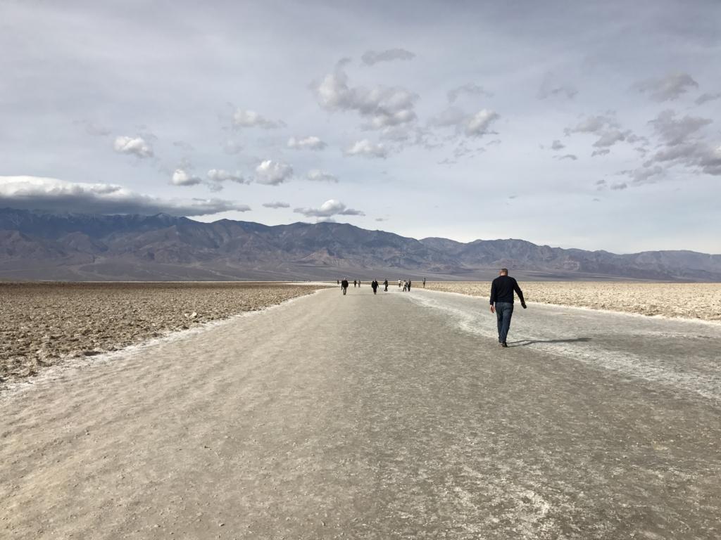 デスバレー国立公園 Bad Water どこまで行っても塩の道