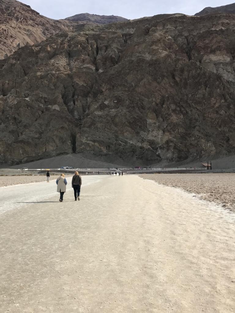 デスバレー国立公園 Bad Water 塩の道 戻りの風景