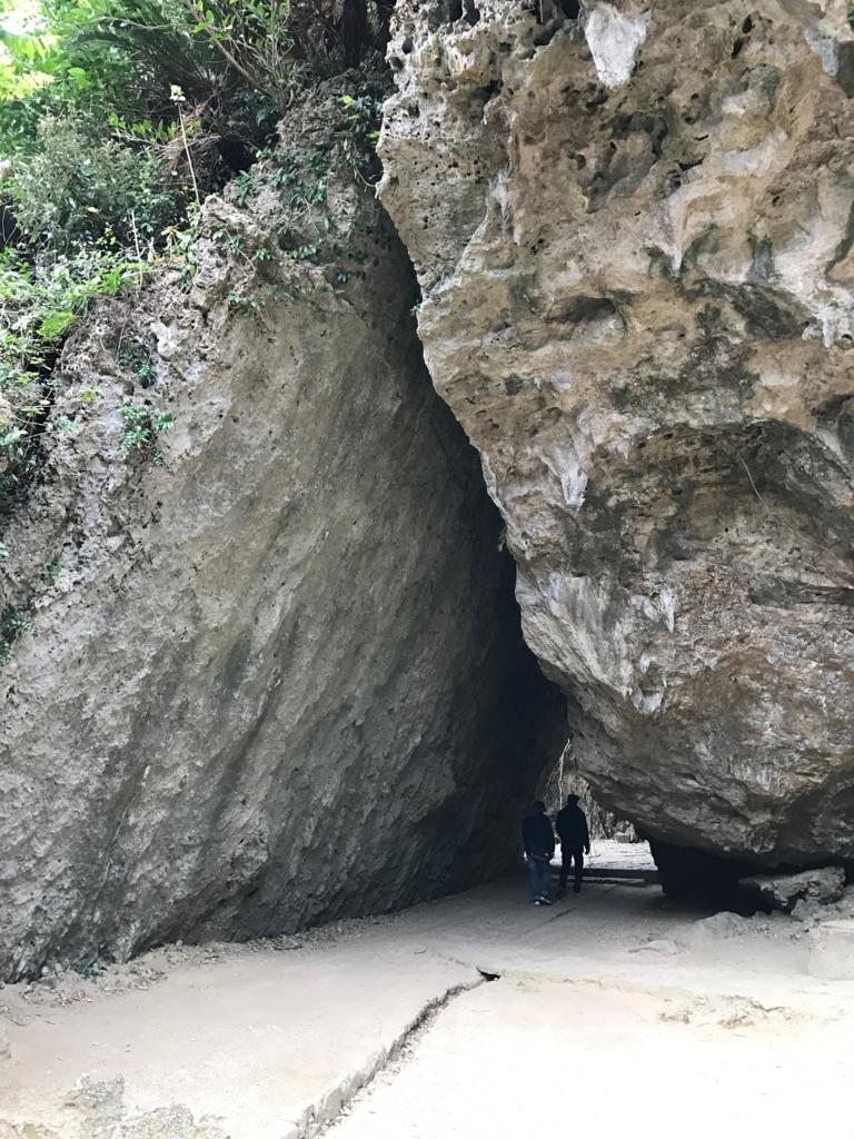 「斎場御嶽」三角岩