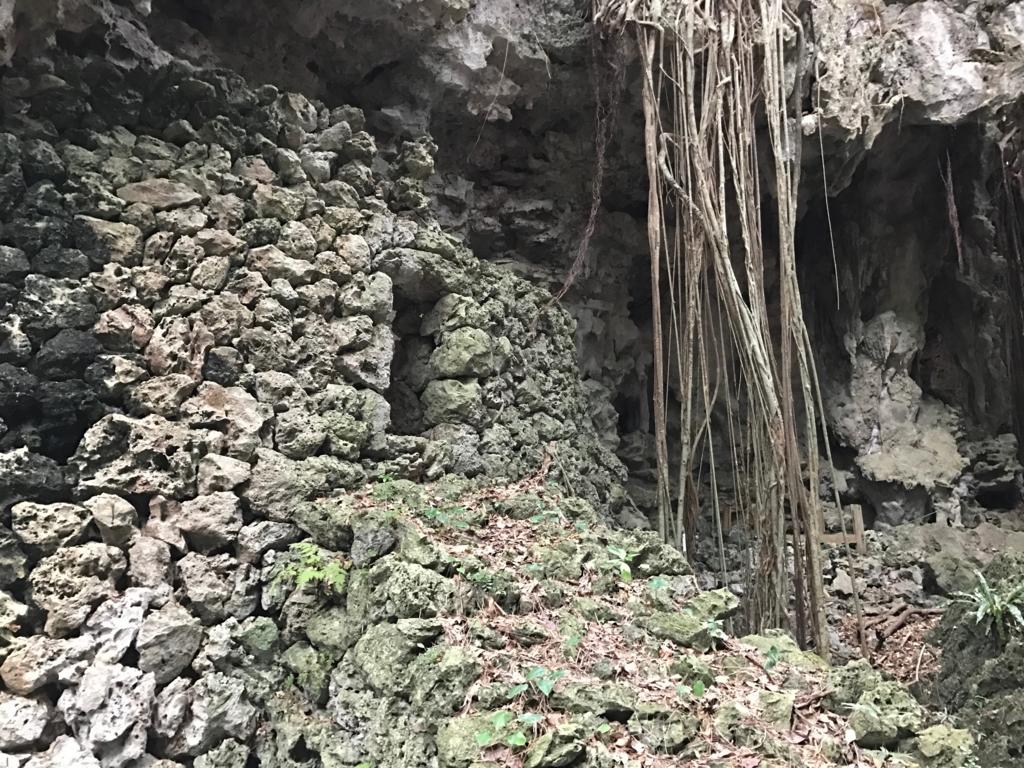 沖縄県「ガンガラーの谷」先祖のお墓