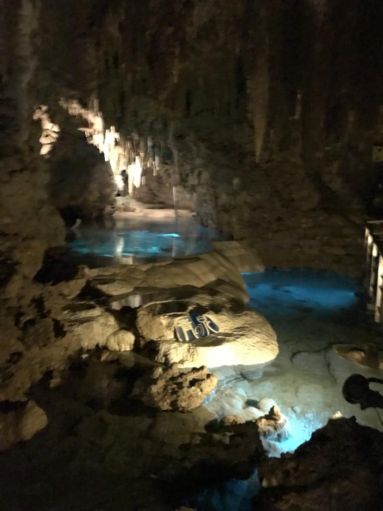 沖縄県「おきなわワールド」玉泉洞 「青の泉」