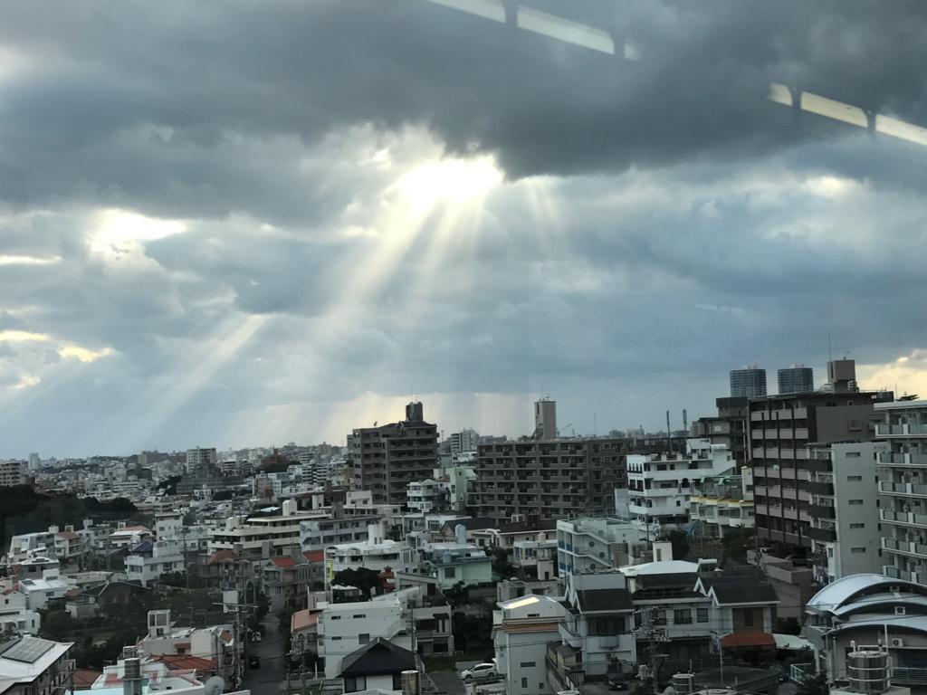 沖縄県「ゆいレール」車内から 首里駅付近 市内撮影