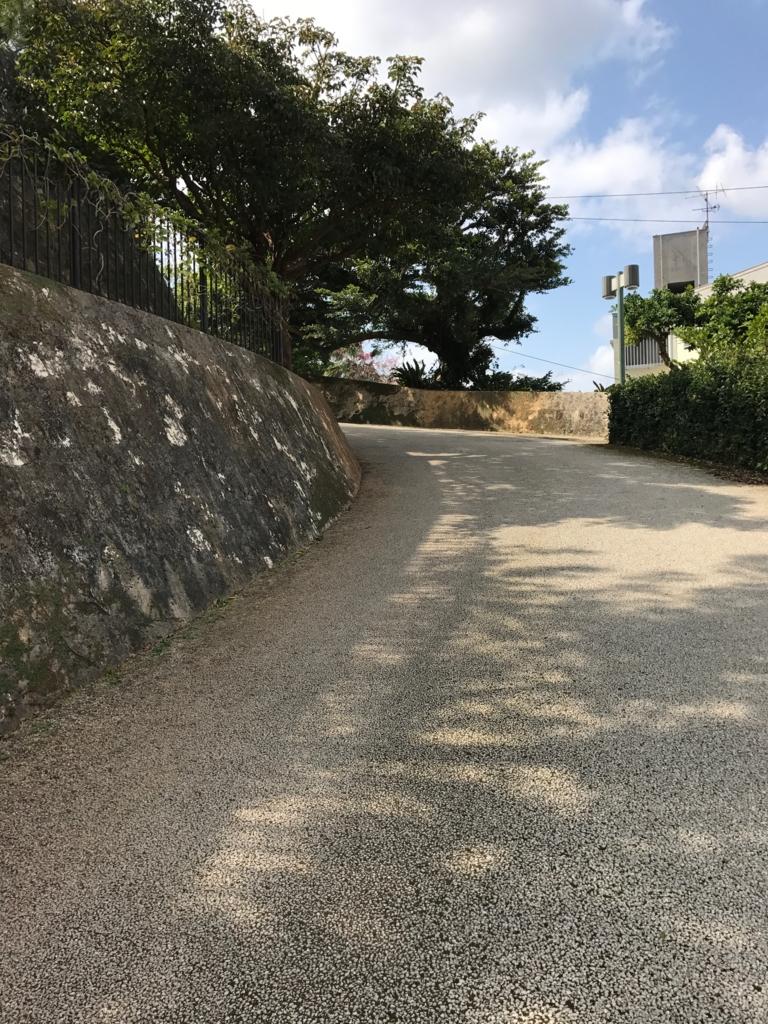 沖縄県 首里城公園入り口 上り坂