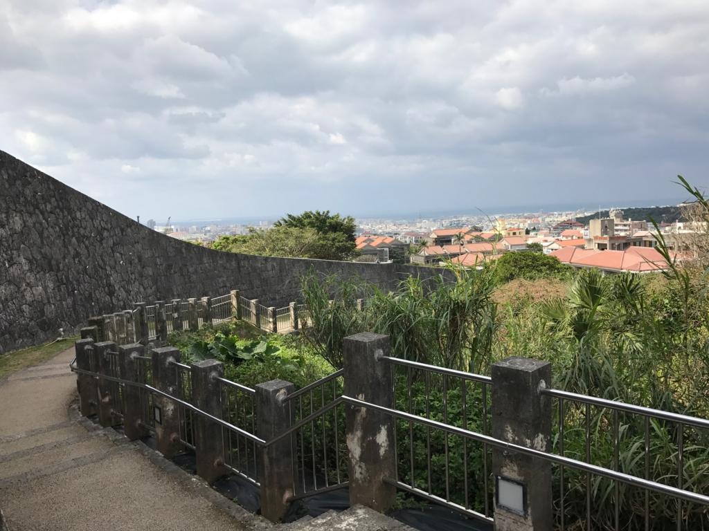 沖縄県 首里城公園 駅からの道 下り階段