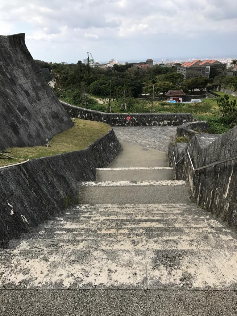 沖縄県 首里城公園 傾斜が急になった階段 階段