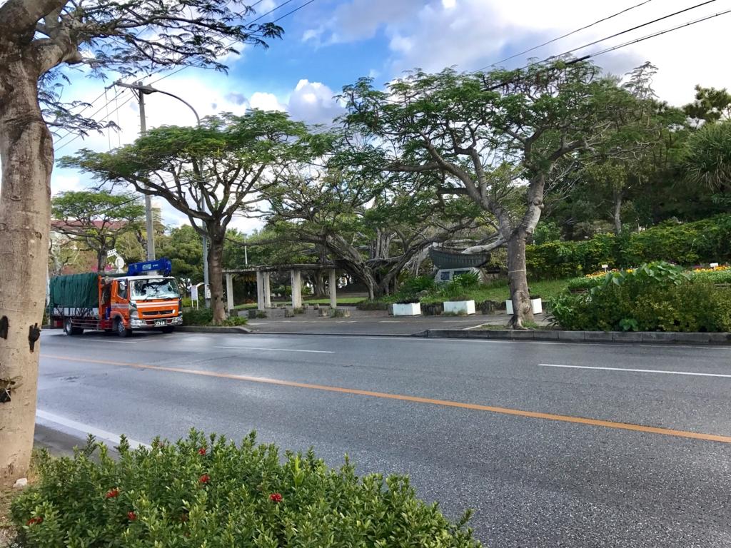 沖縄県 「波の上ビーチ」への道 松山公園