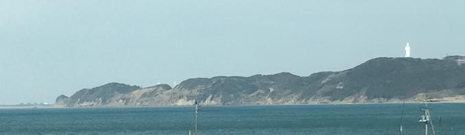 富津市上総湊海岸 岬の端には、「東京湾観音」