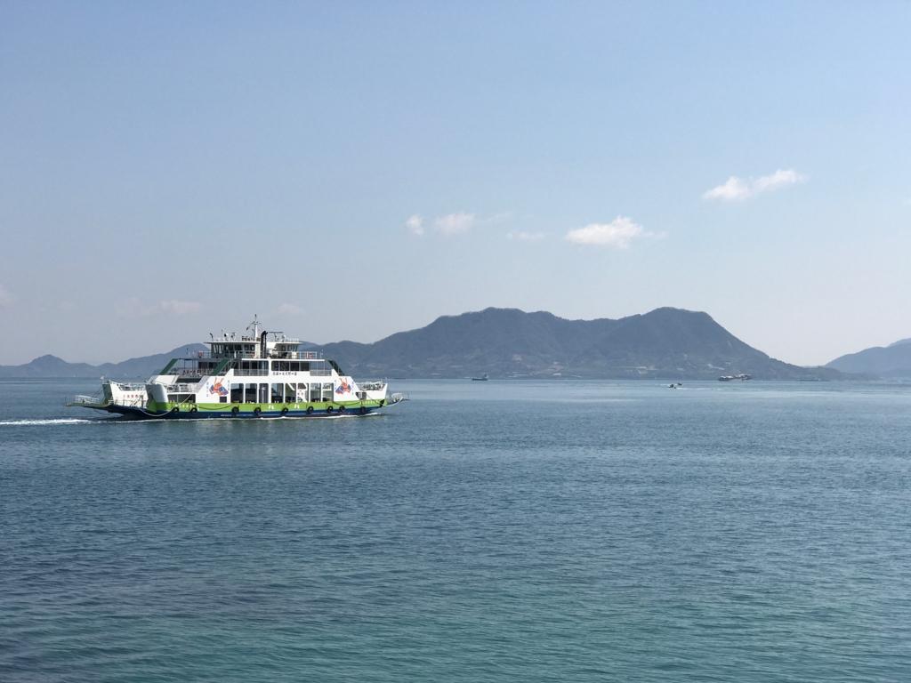 広島県 大久野島 大三島の盛港 に向かうフェリー