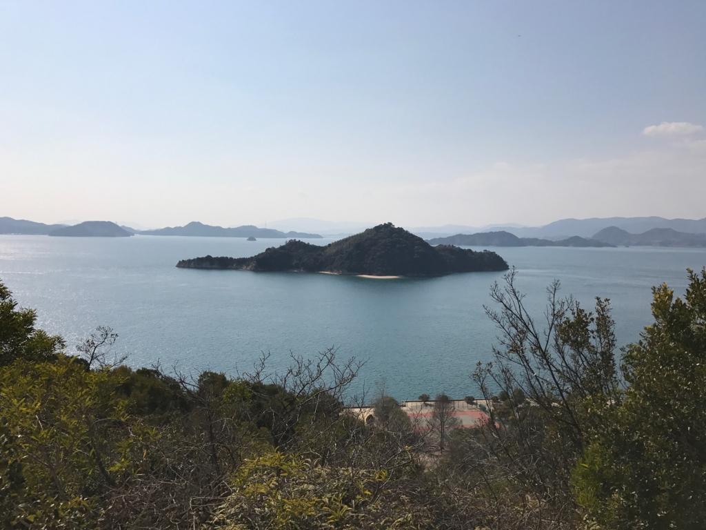 広島県 うさぎ島(大久島)展望台 からの 道 (険しい道)景色