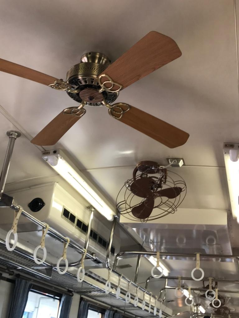観光快速列車「瀬戸内マリンビュー」自由席車両 天井