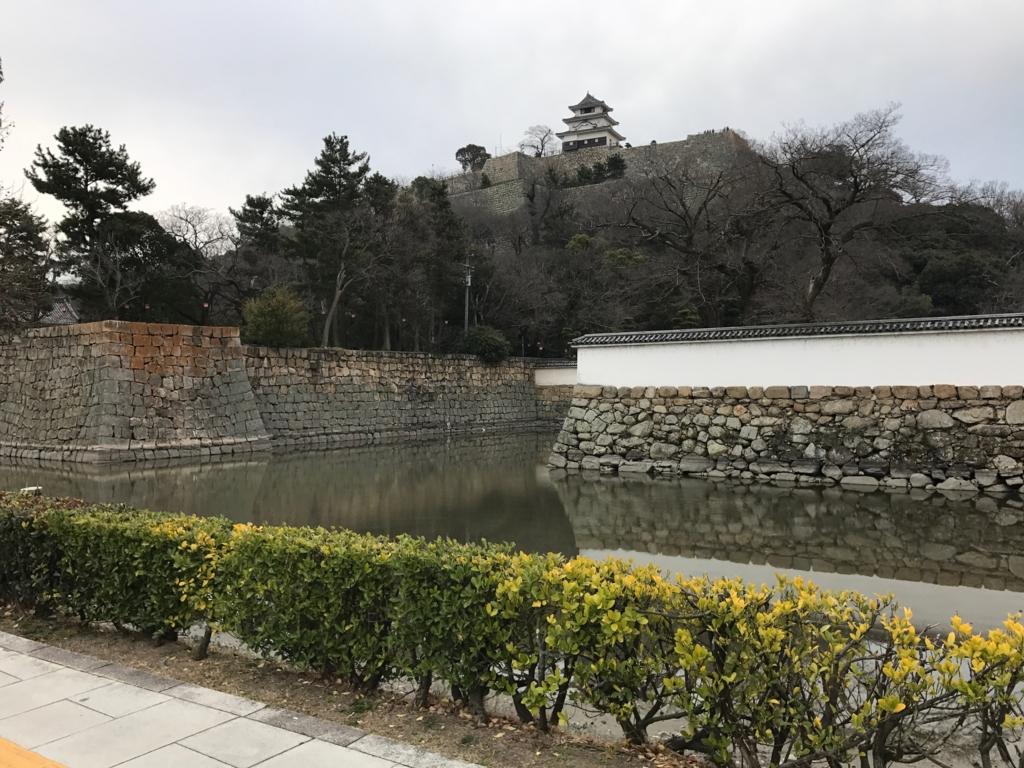 香川県 丸亀城 本格的なお堀n