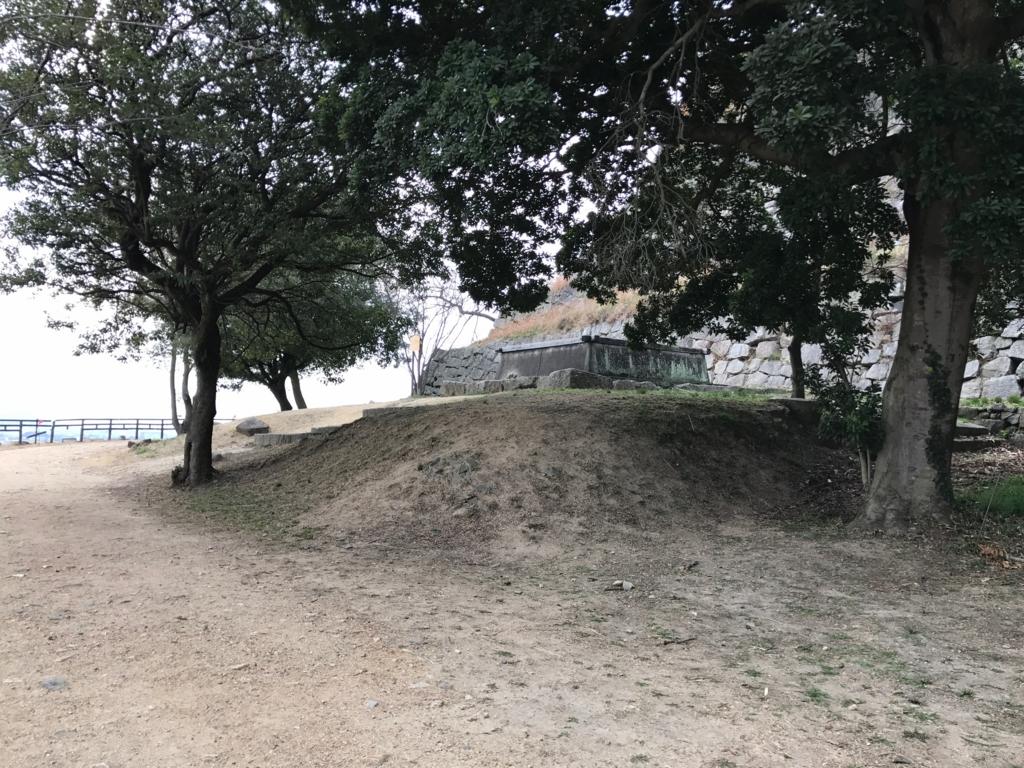 香川県 丸亀城 三の丸 大きな井戸