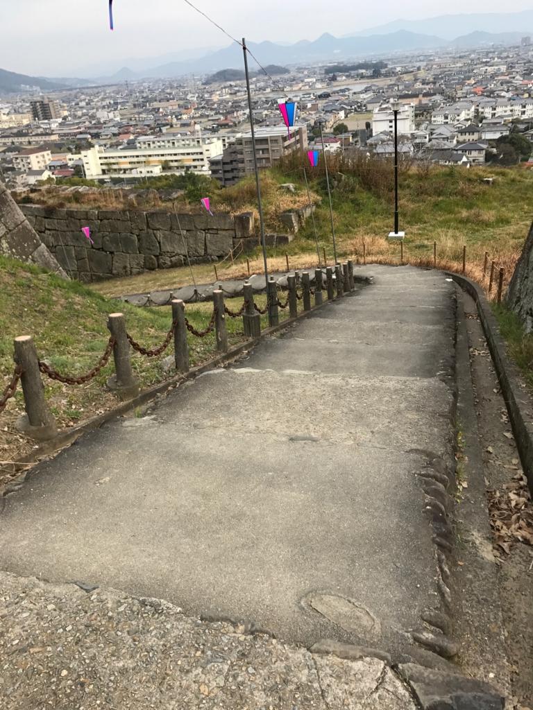 香川県 丸亀城 三の丸よりの道