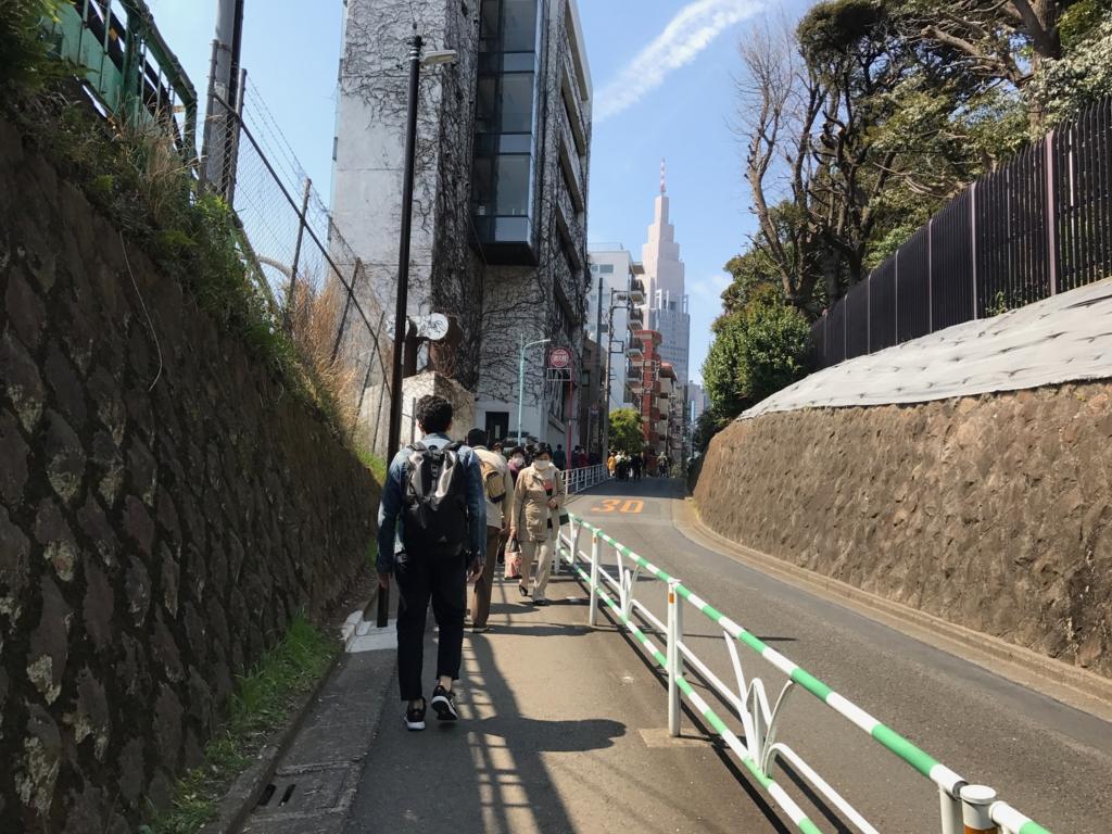 JR総武線、千駄ヶ谷駅 から 新宿御苑へ まっすぐ