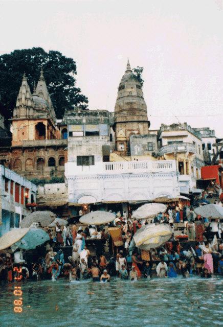 30年前の インド ヴァーラーナシー 沐浴の風景