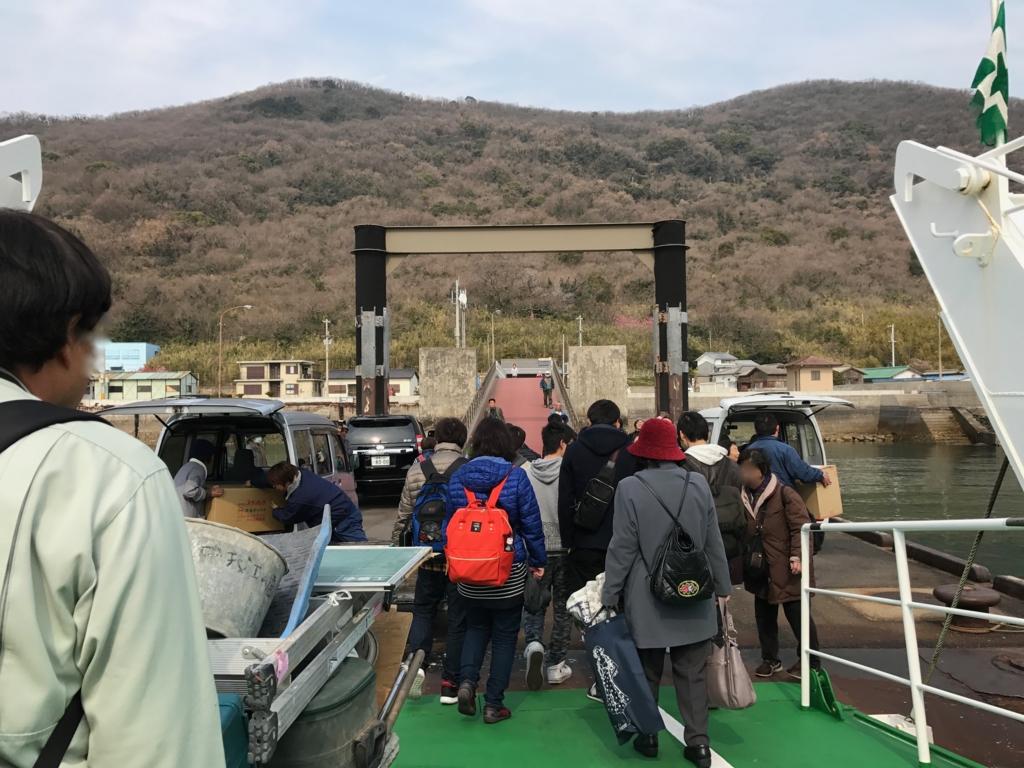 香川県 佐栁島(ねこ島)本浦港 フェリー到着