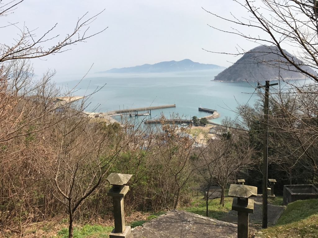 香川県 佐柳島(ねこ島)「大天神社」お参り道より