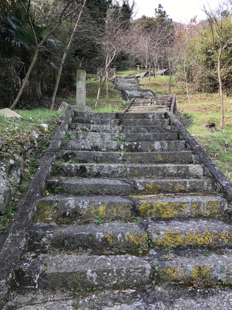 香川県 佐柳島(ねこ島)「大天神社」お参り道 続く階段道