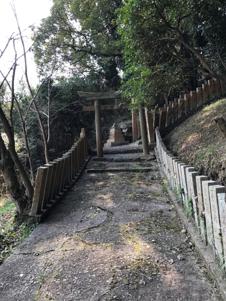 香川県 佐柳島(ねこ島)「大天神社」お参り道 やっと平らな道...