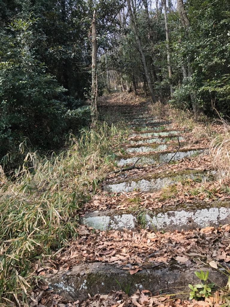 香川県 佐柳島(ねこ島)「大天神社」から さらに上への階段