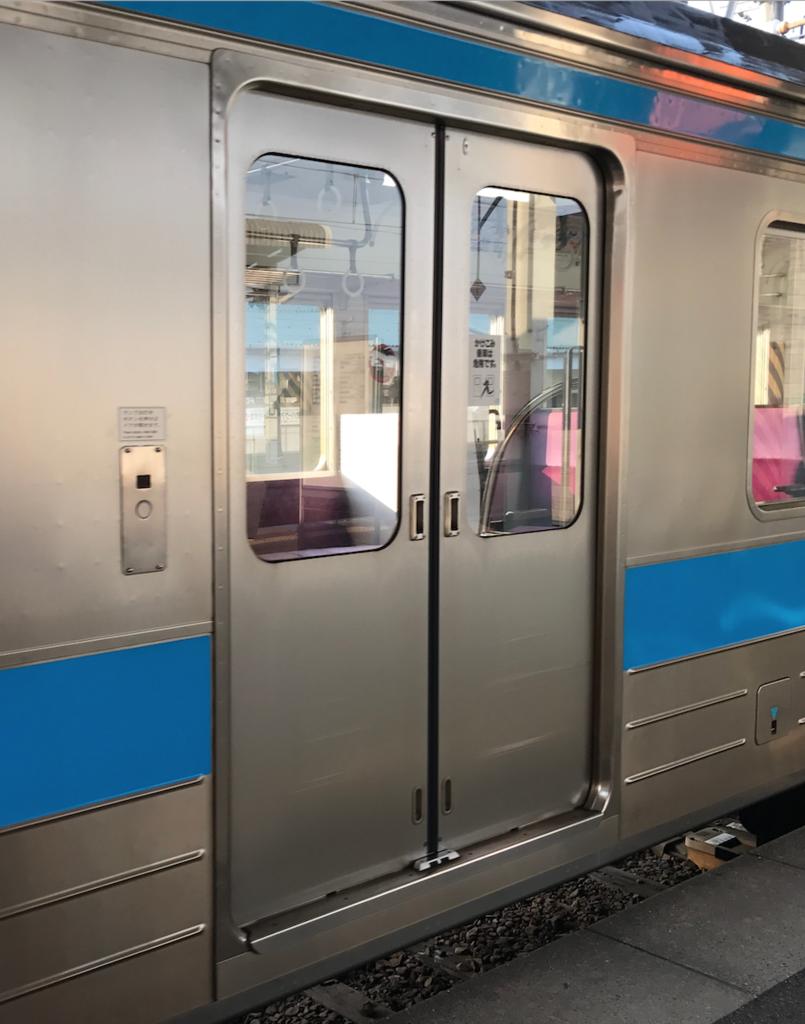 JR在来線で 多度津駅から高松駅へ 車両ドア
